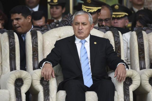Le président Otto Pérez, un général à la... (PHOTO JOHAN ORDONEZ, ARCHIVES AFP)