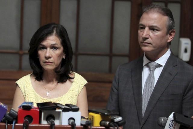 Les ministres de l'Économie, Sergio de la Torre,... (Photo Josue Decavele, Reuters)