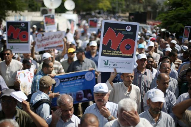 Des milliers de professeurs, assistants et personnels administratifs... (PHOTO MOHAMMED ABED, AFP)