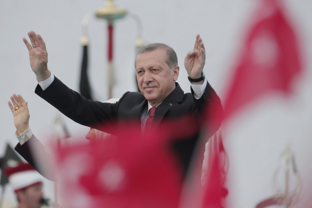 M.Erdogan ambitionne de sortir renforcé du scrutin en... (PHOTO LEFTERIS PITARAKIS, ARCHIVES AP)