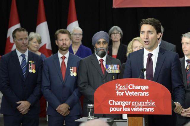 Le chef libéral a entamé lundi la quatrième... (Photo Paul Chiasson, La Presse Canadienne)