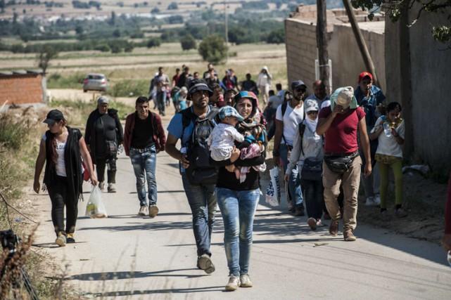 Au moins un millier de personnes venant de... (PHOTO AFP)