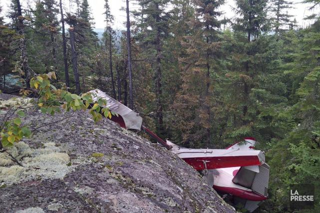 Après avoir retrouvé la carcasse de l'hydravion d'Air... (La Presse Canadienne)