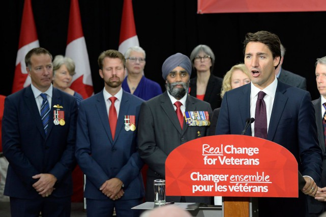 L'ex-militaire de 39 ans Youri Rousseau (à gauche)... (La Presse Canadienne, Paul Chiasson)