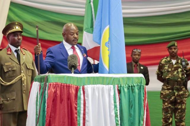 Le président Nkurunziza prête serment pour un troisième... (PHOTO GILDAS NGINGO, ARCHIVES AP)