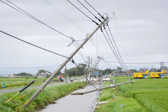 Ce 15e typhon de la saison en Asie... (PHOTO REUTERS/KYODO)