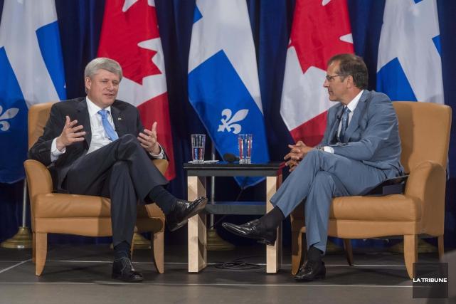 Le premier ministre Stephen Harper s'est arrêté à... (Imacom, Frédéric Côté)
