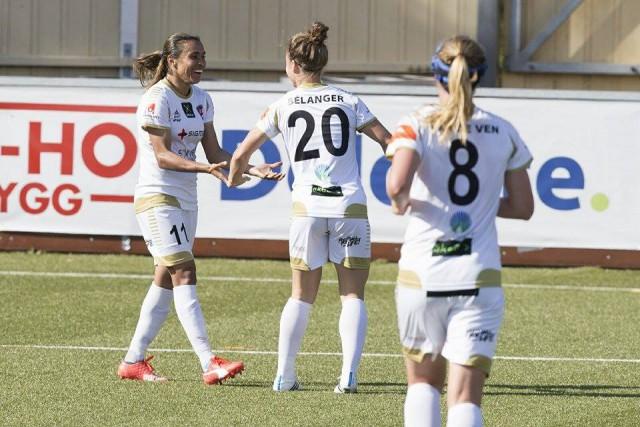 Josée Bélanger évolue dans la même équipe que... (Photo fournie)