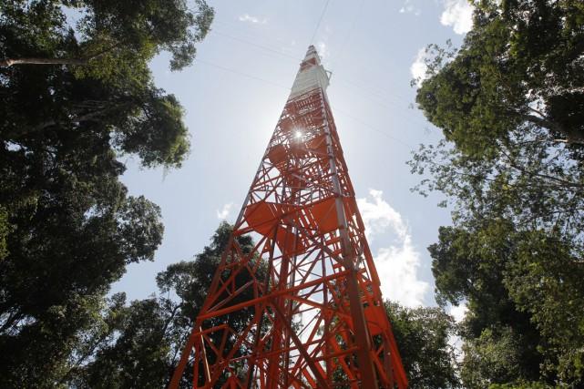 Blanc et orange, l'Observatoire de la haute tour... (PHOTO YESICA FISCH, AP)