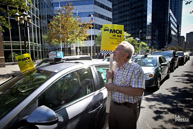 Les chauffeurs et propriétaires ont décidé de prendre... (Photo Patrick Sanfaçon, La Presse)