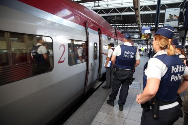 La police belge a effectué lundi soir deux... (PHOTO AFP)