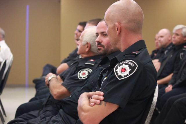 Plusieurs pompiers étaient présents pour entendre la décision... (Martin Brunette, LeDroit)