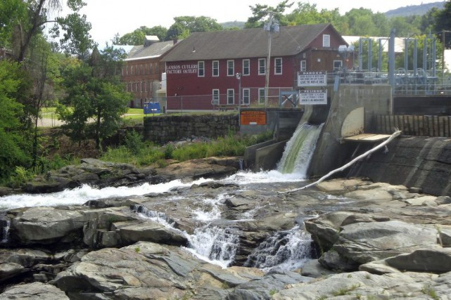 Shelburne Falls... (PHOTO ARCHIVES AP)