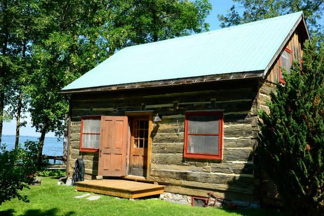 Une traditionnelle habitation de colon, construite en pièce... (Photo Charles Laberge, collaboration spéciale)
