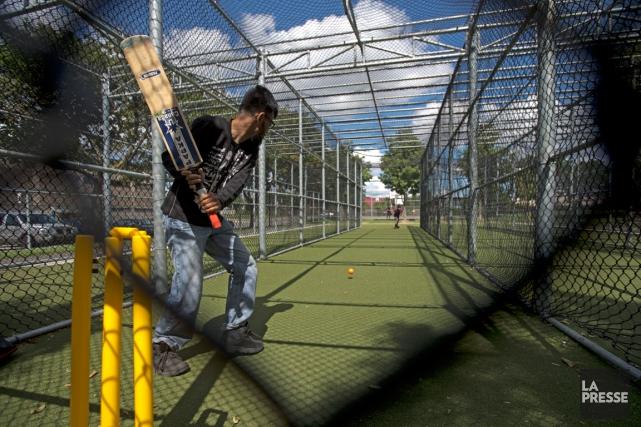 Des cages de pratique de cricket ont été... (Photo Olivier Jean, La Presse)