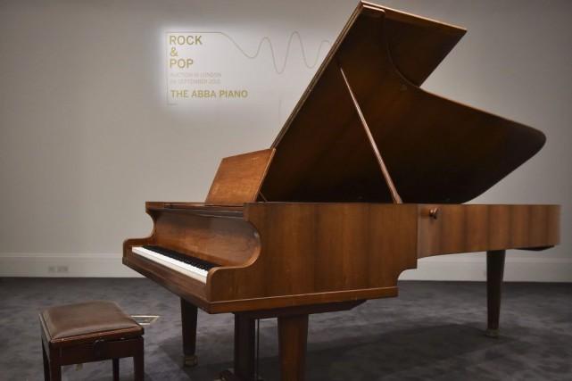 Le piano sur lequel le légendaire groupe de pop suédois ABBA a joué ses plus... (PHOTO AFP)