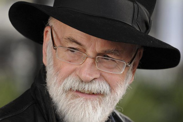 Terry Pratchett en 2010.... (PHOTO ARCHIVES AFP)
