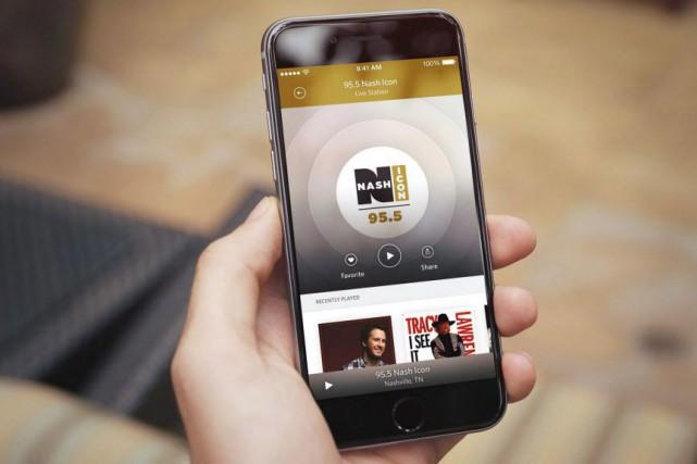La façon dont les consommateurs écoutent de la musique sur leurs téléphones... (Photo La Presse canadienne)