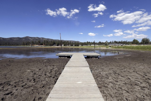 Le lac de Big Bear est replié dans... (Photo archives AP)