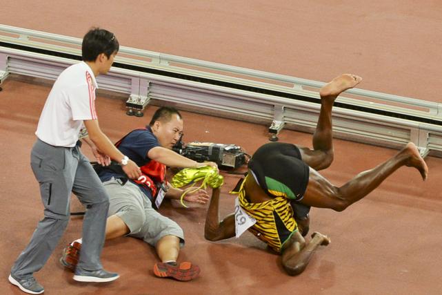 Usain Bolts'est retrouvé les quatre fers en l'air... (Photo Reuters)