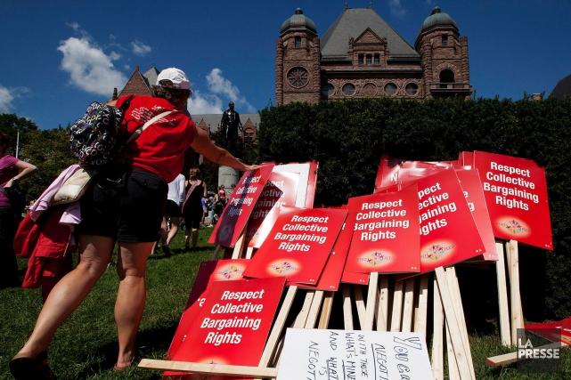 Le 28 août 2012, des milliers d'enseignants ontariens... (Archives, La Presse Canadienne)
