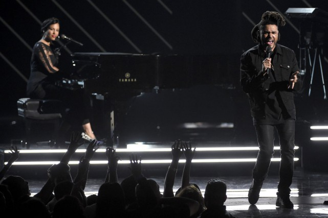 The Weeknd a offert une prestation en compagnie... (PHOTO ARCHIVES AP)