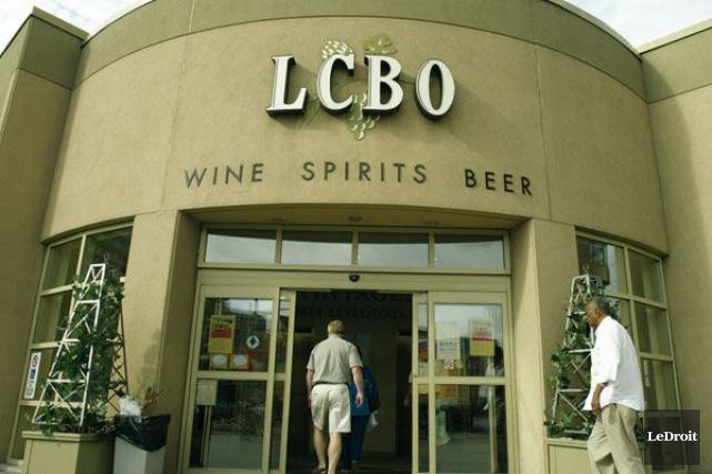 Les caisses de 12 bières arrivent dans les LCBO de l'Ontario. (Archives, LeDroit)