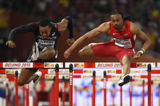 L'Américain Aries Merritt (à droite) a remporté la... (Photo Olivier Morin, AFP)