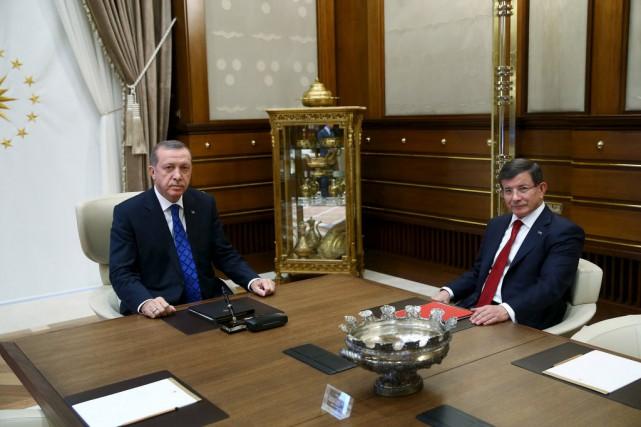Le président Tayyip Erdogan (à gauche) et le... (Photo Kayhan Ozer, archives Reuters)