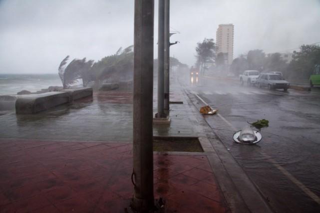 La tempête tropicale Erika, avec son lot de vents violents et pluies... (Photo Tatiana Fernandez, AP)