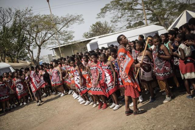 Les jeunes filles étaient transportées «à l'arrière d'un... (PHOTO GIANLUIGI GUERCIA, AFP)