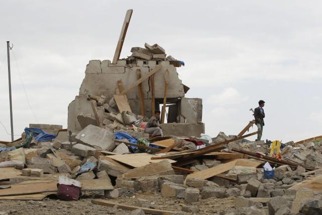La coalition a également bombardé mercredi des positions... (Photo Hani Mohammed, AP)