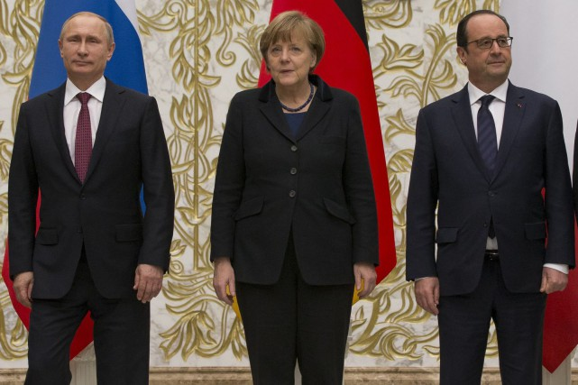 Vladimir Poutine, Angela Merkel et François Hollande... (PHOTO ARCHIVES AP)