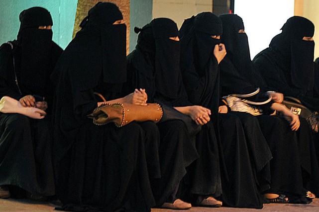 La séparation entre les sexes est la règle... (AFP, Fayez Nureldine)