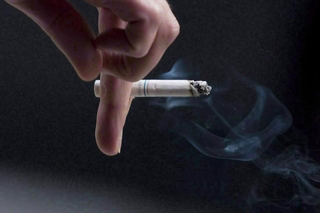 Des paquets de cigarettes ultraminces qui compriment les mises en garde... (PHOTO ARCHIVES PC)