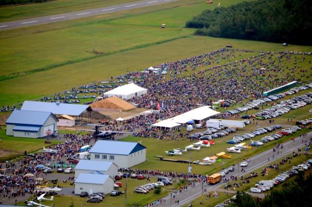 Ils étaient environ 100 000 personnes au spectacle... (Photo collaboration spéciale Éric Beaupré)
