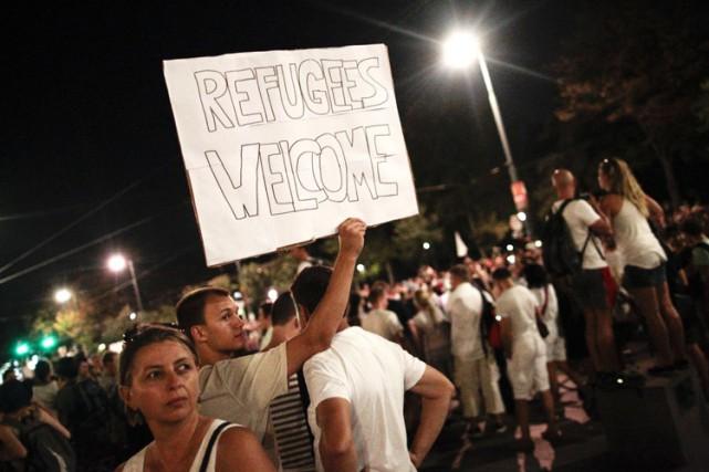 Environ 20 000 personnes, selon la police, ont manifesté lundi à Vienne contre... (PHOTO AFP)