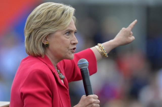 Hillary Clinton a envoyé et reçu 62 320... (PHOTO AP)
