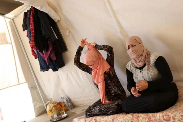 Deux soeurs yézidies, qui comme Jinan ont réussi... (PHOTO ARI JALA, ARCHIVES REUTERS)