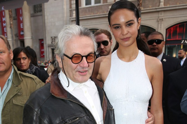 George Miller et l'actrice Courtney Eaton lors de... (PHOTO ARCHIVES AP)