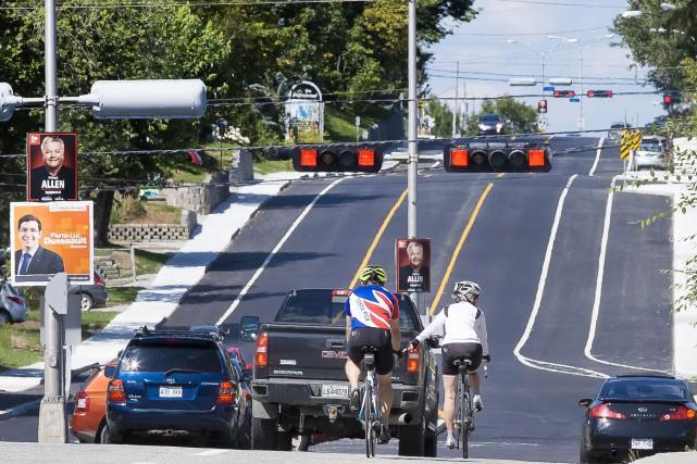 Après les efforts pour ajouter un trottoir et des pistes cyclables sur le... (Imacom, René Marquis)