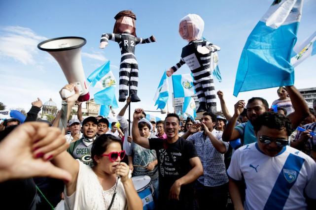Depuis des mois, des milliers de manifestants se... (PHOTO MOISES CASTILLO, ARCHIVES AP)