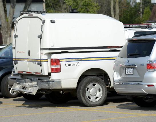 Des agents d'Environnement Canada sont débarqués à l'Usine... (Photo Jeannot Lévesque)