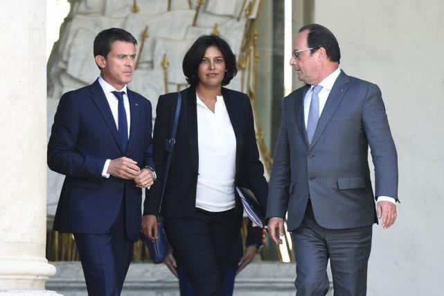 Myriam El Khomri, entourée du président François Hollande... (PHOTO ALAIN JOCARD, AFP)