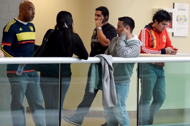 Des amis du couple colombien tué le 30... (LE SOLEIL, ERICK LABBÉ)