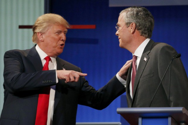 Donald Trump et Jeb Bush lors du premier... (PHOTO AP)