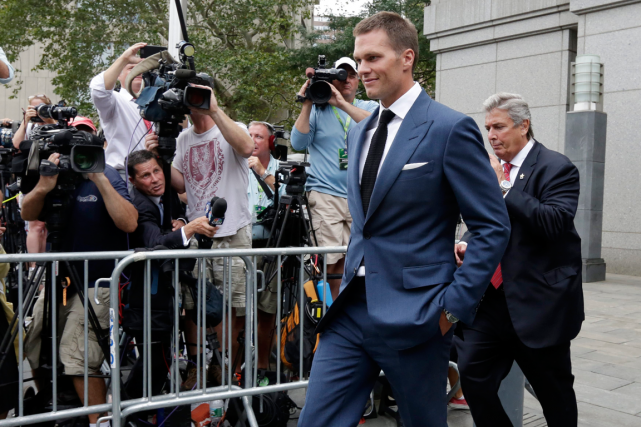 Tom Brady pourra participer au match inaugural des... (Photo Richard Drew, AP)
