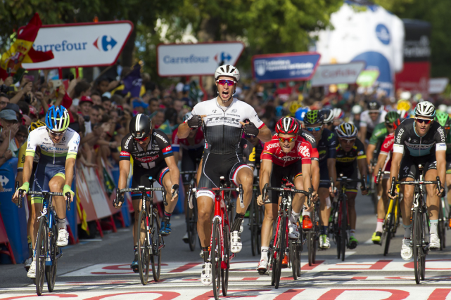 Le Néerlandais Danny Van Poppel (au centre) a... (Photo Jaime Reina, AFP)