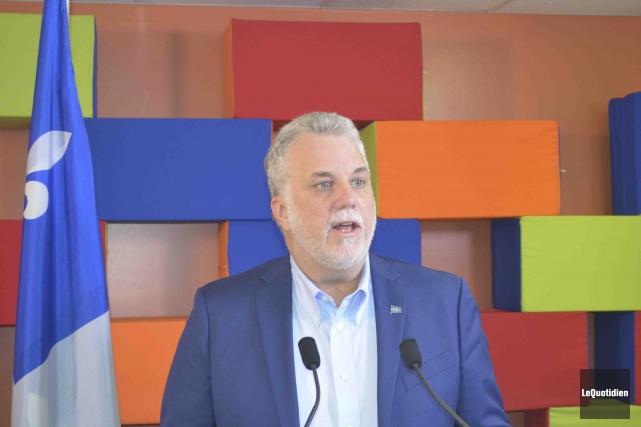 Philippe Couillard souhaite que le Québec accueille davantage... ((Photo Le Quotidien, Louis Potvin))