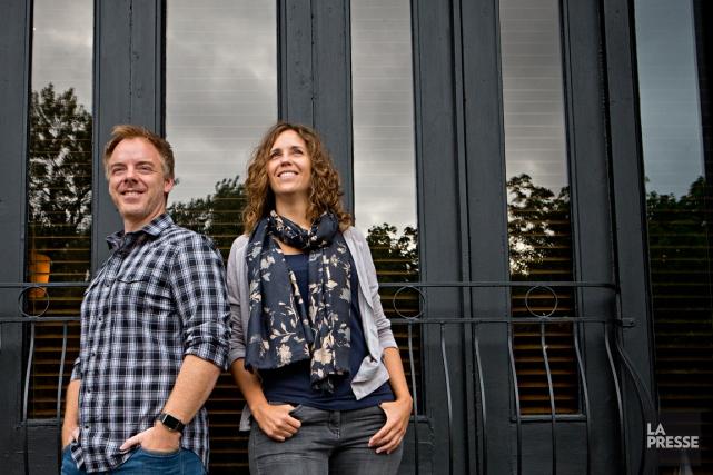 Marc Delafontaine (Delaf, aux dessins) et Maryse Dubuc... (PHOTO PATRICK SANFAÇON, LA PRESSE)